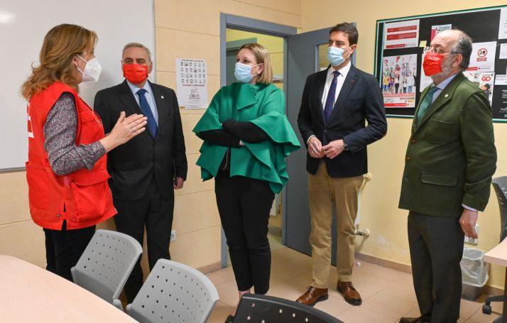 Imágenes de la visita a Cruz Roja que se ha llevado a cabo esta mañana./ Foto: La Junta CyL.