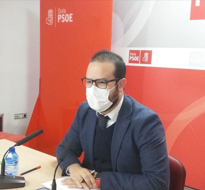 Ángel Hernández, en la comparecencia de esta mañana./ Foto: PSOE Soria