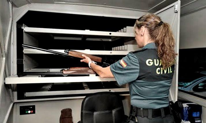 Una agente de Intervención de Armas. /Asociación Unificada de Guardias Civiles