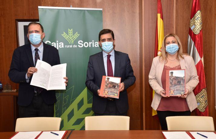 Foto 1 - Caja Rural y la Junta se unen para promover actividades educativas