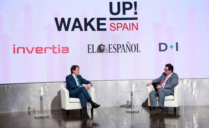 El presidente (izda.) durante su intervención en el foro Wake up Spain.