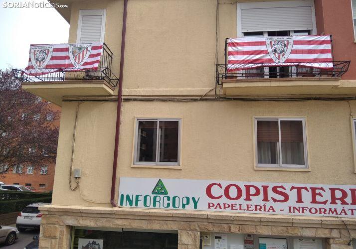 Banderas del Athletic en los balcones de Soria.