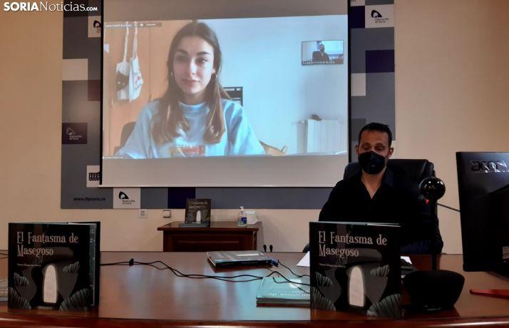 Nerea Muguruza recibe el premio a través de videoconferencia.