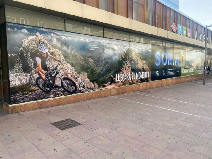 Imagen de uno de los anuncios en Avenida de América, Madrid.