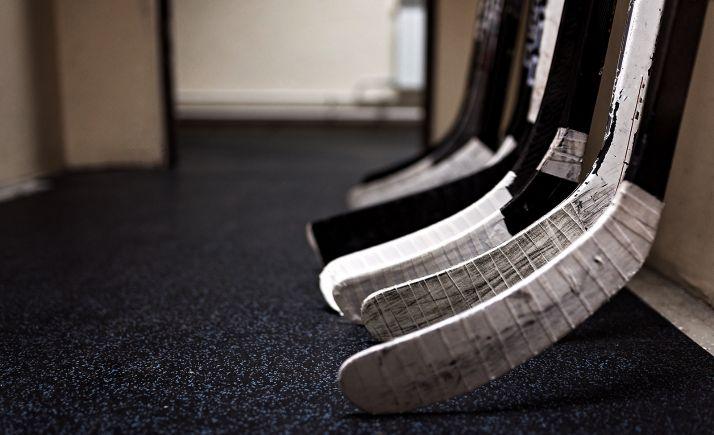 Foto 1 - Los últimos minutos vuelven a ponerse en contra del Laguna Negra de hockey