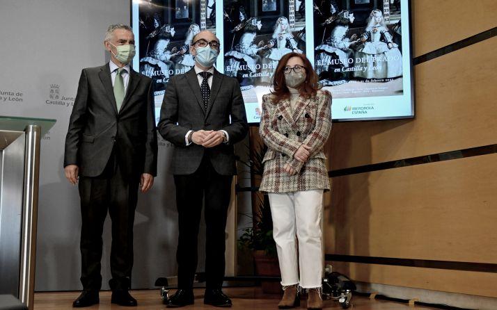 García, Ortega y Moreno en la presentación de la muestra. /Jta.