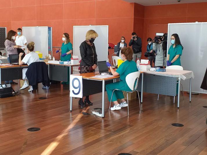 Foto 2 - Verónica Casado se vacuna con AstraZeneca