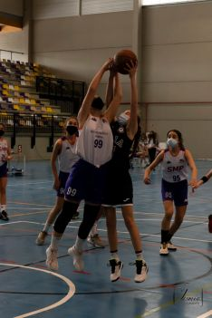 Uno de los partidos disputados en el San Andrés. /Jasmín Malvesado