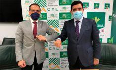 Fernando Antúnez García (izda.) y Carlos Martínez Izquierdo, hoy en la sede central de Caja Rural de Soria. /CRS
