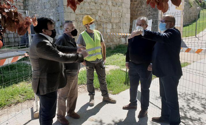Latorre (dcha.) en su visita a las obras. /SdG