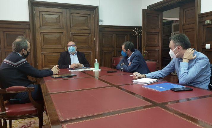 El encuentro entre el subdelegado y miembros de APORSO. /SdG