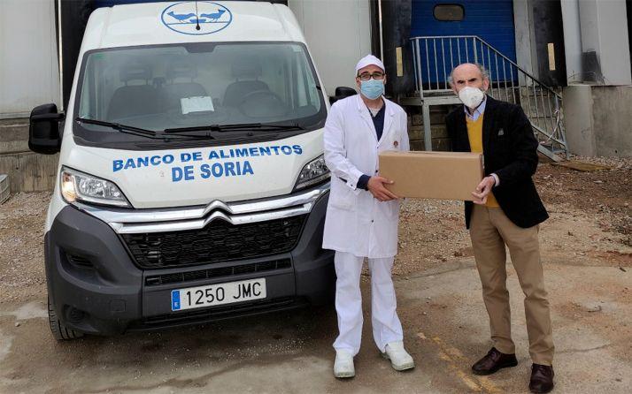 Una de las cajas entregadas en las inmediaciones de la factoría. /BALSO