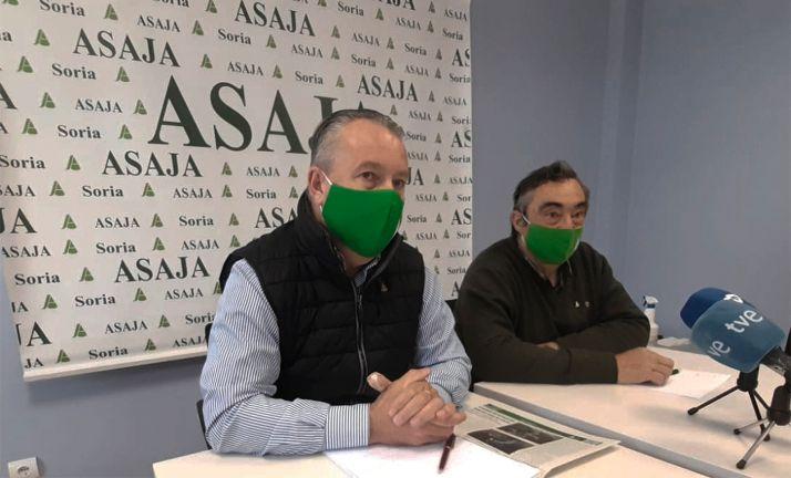 Dujo (izda.) con el presidente de la opa en Soria, Carmelo Gómez. /SN