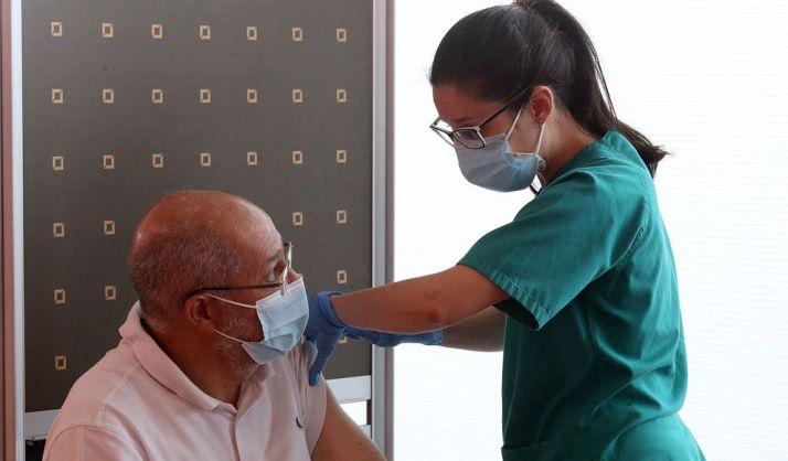 Foto 1 - Igea vacunado con la primera dosis frente al Covid