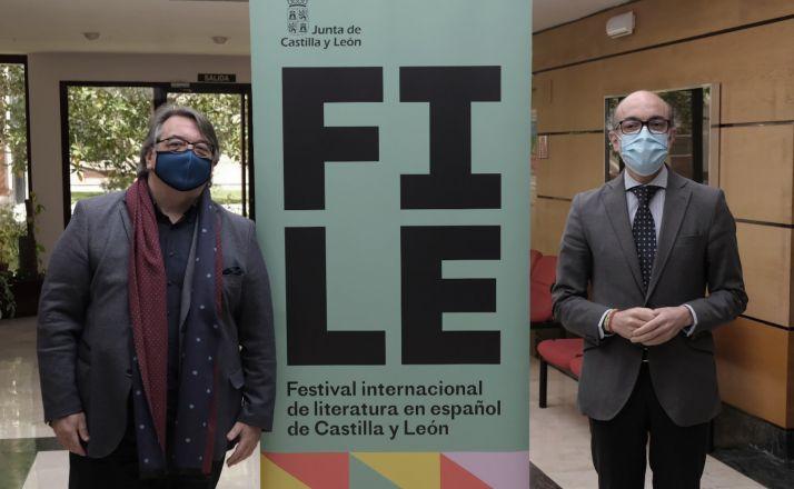 Ruiz (izda.) y Ortega, durante la presentación de FILE hoy. /Jta.