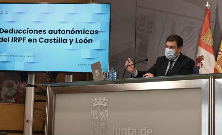 El consejero de Economía y Hacienda, Carlos Javier Fernández Carriedo en rueda informativa hoy. /Jta.