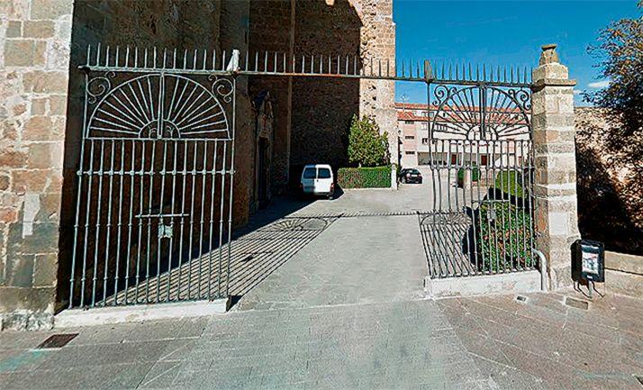 Imagen de la entrada al recinto parroquial 'El Fuerte'. /GM