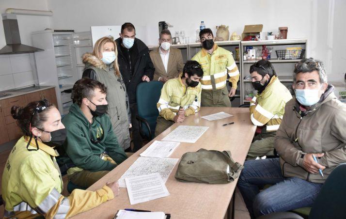 Una imagen de la visita oficial hoy a la base de Garray. /Jta.