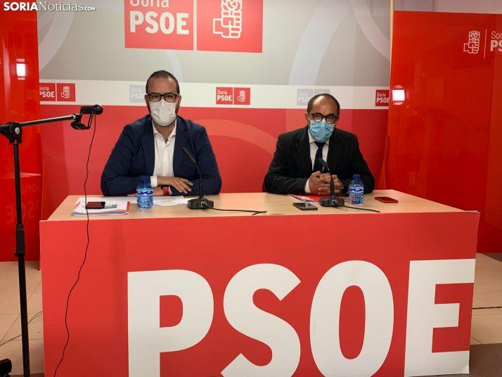 Imagen de Ángel Hernández y Luis Rey esta mañana.