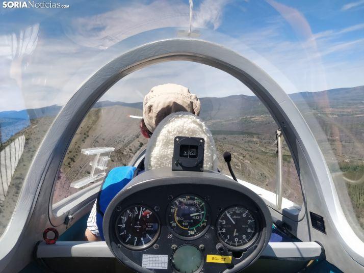 La escuela internacional de vuelo acrobático de Garray, en el aire por el ruido