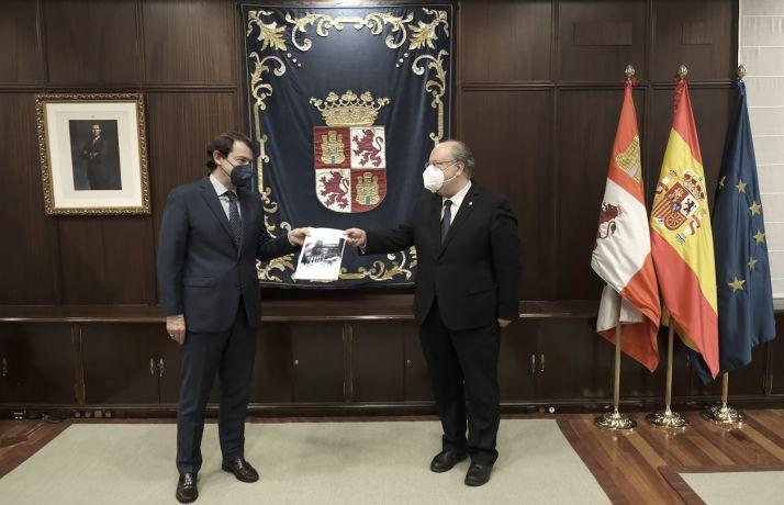 Mañueco (izda.) y Cabero en su reunión de hoy. /Jta.
