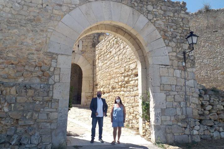 Visita oficial del subdelegado a la localidad medieval. /SdG