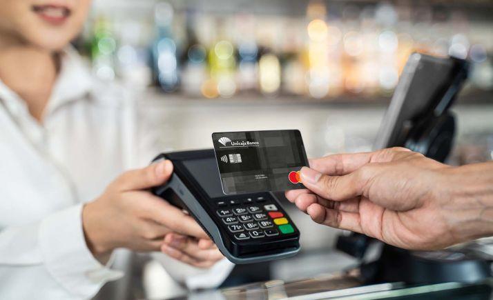 Foto 1 - Unicaja Banco lanza una campaña por la que devuelve el 8% de las compras realizadas al contratar una nueva tarjeta de crédito
