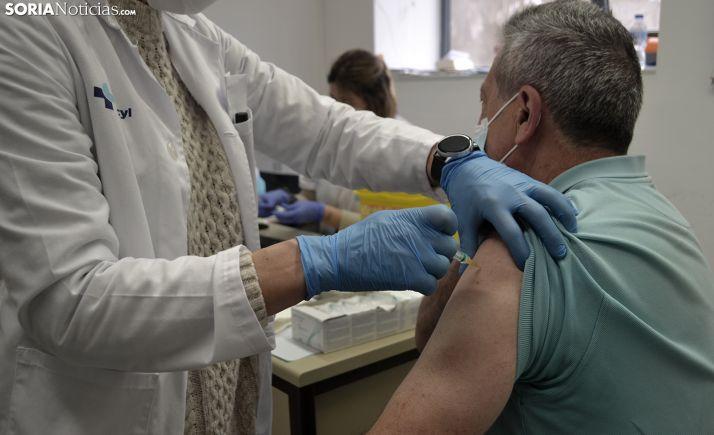 Foto 1 - Concluida la vacunación completa a mayores de 70, se avanza notablemente en segundas dosis a personas de entre 66 y 69 años