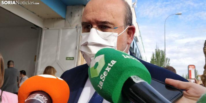 José Luis Martínez Guijarro atiende a los medios en Soria.