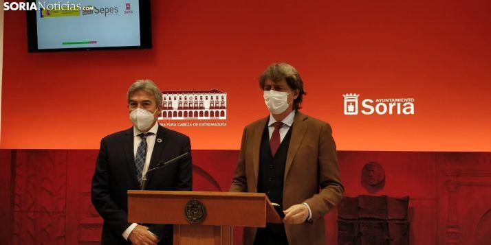 Lucrecio Fernández y Carlos Martínez hoy en rueda de prensa.