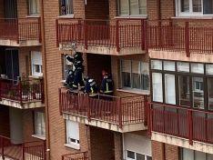 Los bomberos intervienen en una fachada en Almazán