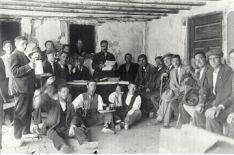 Una imágen del Catapán, hace menos de un siglo, cuando aun se bebía con vasitos.