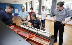 El mejor curso de afinación de pianos verticales y de cola regresa a Gijón