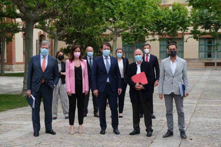 Foto de familia del Diálogo Social de Castilla y León.