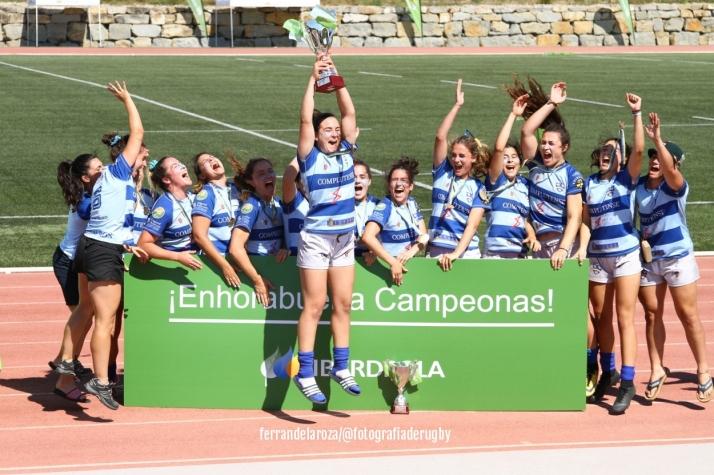 El Club Cisneros celebrando un campeonato./ Foto: Ferran de la Rosa