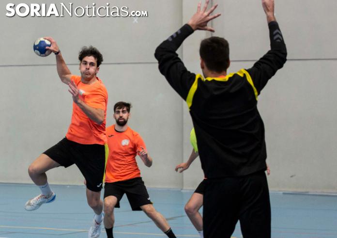 Foto 1 - Agustinos de Alicante 23-25 Balonmano Soria: Primer paso para el ascenso conseguido