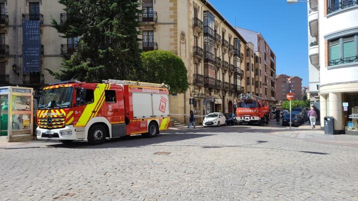Foto 2 - Más cascotes, ahora en la avenida de Navarra