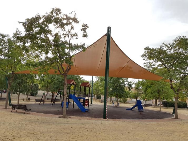 Ejemplo de toldo instalado en un parque infantil en Molinade Segura.