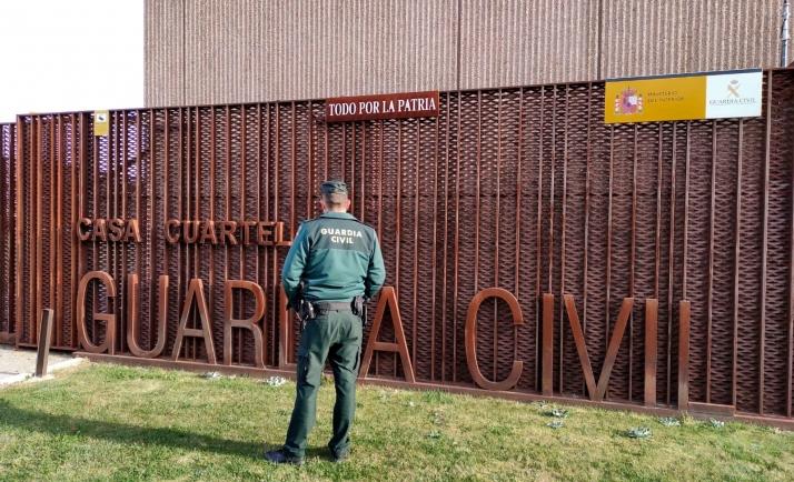 Imagen del exterior del cuartel de la Guardia Civil en El Burgo. /SdG