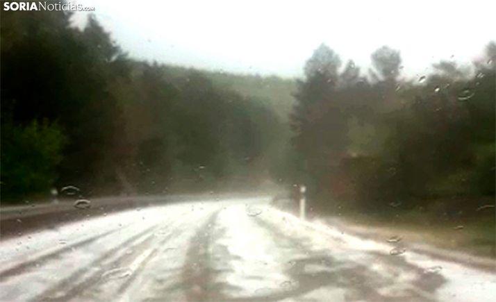 Una imagen de la granizada sobre la carretera. /SN