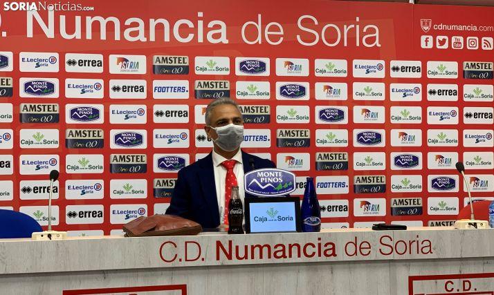 Foto 1 - Moisés Israel deja la presidencia del Numancia