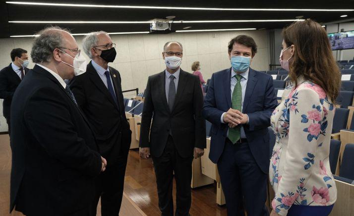 Mañueco, (dcha.) durante la reunión de presidentes de los Consejos Económicos y Sociales de España que se celebra en Valladolid. /Jta.