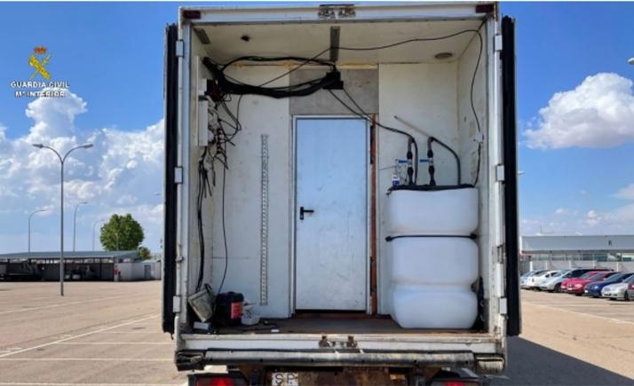 Desarticulada una organización con plantaciones de marihuana dentro de camiones en Castilla y León