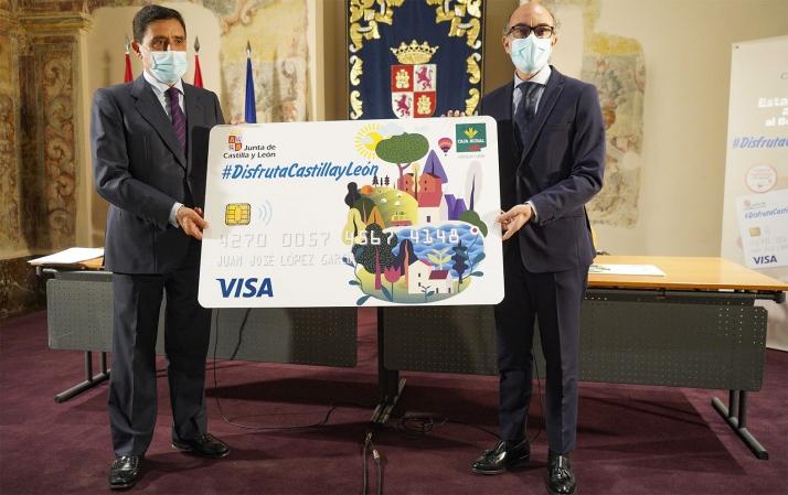 Carlos Martínez Izquierdo (izda.) y Javier Ortega tras la rúbrica del acuerdo. /Jta.
