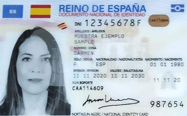 Foto 1 - La Policía Nacional comienza en Soria la expedición del nuevo DNI europeo