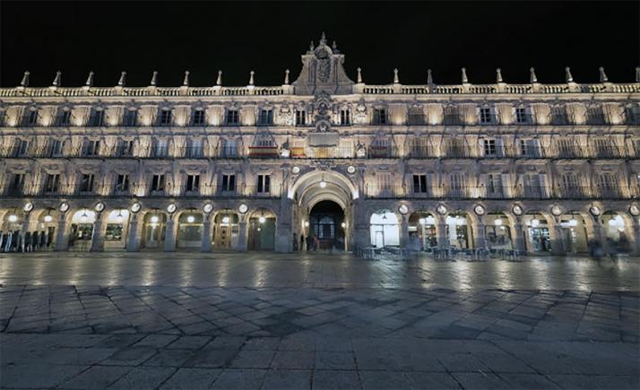 Una imagen nocturna de la plaza Mayor de Salamanca.