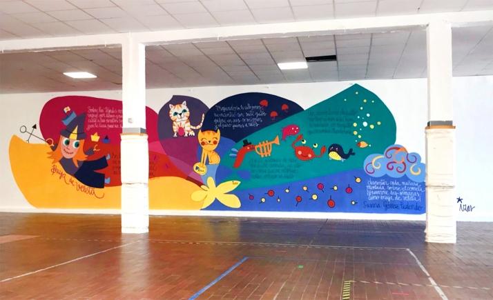 Una imagen del mural, en el patio cubierto del colegio. /Jta.