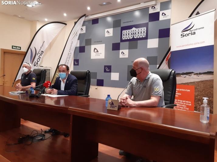 Toquero, Serrano y Martí durante la rueda de prensa de presentación.
