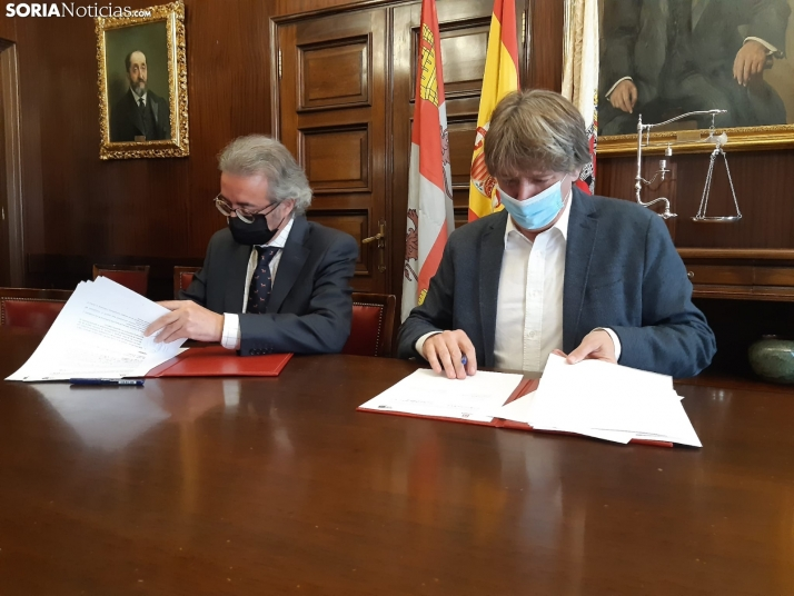 Carlos Cabezas y Carlos Martínez han suscrito el convenio.