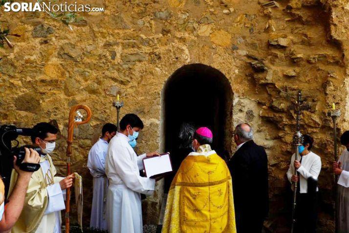 Foto 1 - Galería de imágenes: Ágreda abre la pequeña 'Puerta del Perdón' de la Virgen de los Milagros
